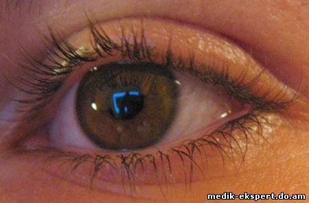 Ученые из Стэнфорда создали фотогальванический глазной имплант, не требующий отдельного источника питания.